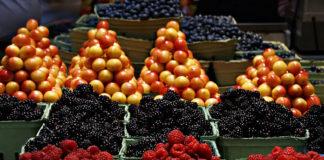 Pojemniki transportowe na owoce - co jest ważne kiedy wybierasz je do swojego sklepu i magazynu?